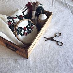 . & . . . #embroidery #刺繍 #刺しゅう #刺繍糸 #刺繍枠 #embroideryloop #dmcembroidery #dmcthreads #linen #needlework #handmade #stitch #stitching #handembroidery #handstitched #broderie #bordado #stickerei #ricamo #刺绣品 #자수 #atelier #myworks #樋口愉美子 #yumikohiguchi
