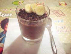 Ecco la ricetta della mousse di albumi con banana e cacao amaro! Proteica e leggera, è perfetta sia per colazione …