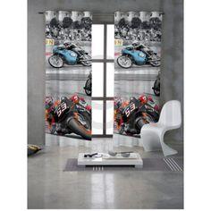 Cortina Moto GP. LLega el primero a la meta con la impresionante cortina confeccionada Moto GP, su increible diseño de motos de carreras, hará las delicias de tu dormitorio infantil o juvenil, pensada para los primeros amantes de las carreras de Moto GP.