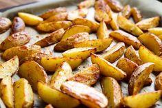 Mausteperunat - Ruoka & Koti Halloumi, Koti, Sweet Potato, Food And Drink, Potatoes, Vegetables, Potato, Vegetable Recipes, Veggies