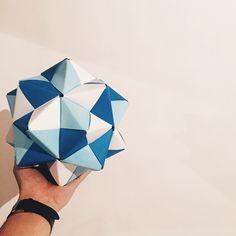 ユニット折り紙1つ完成。