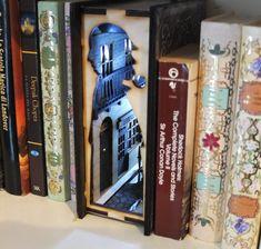 NUOVO Sherlock Holmes Inserto Arthur Conan Doyle Quotes, New Sherlock Holmes, 9 Volt Battery, Vampire Books, Victorian London, Little Library, Wooden Plates, Book Nooks, Bookshelves
