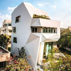 """5,047 Likes, 34 Comments - Architecture • Design • Tech (@designwanted) on Instagram: """"It really looks like an origami ✏️Origami House by Sanjay Puri 📍#Mumbai, India  ____ Info: *…"""""""