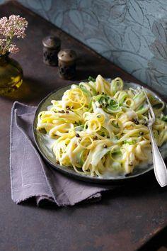 Linguine in Lauch-Zitronensauce | http://eatsmarter.de/rezepte/linguine-in-lauch-zitronensauce