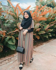 Hijab Gown, Hijab Style Dress, Casual Hijab Outfit, Hijab Chic, Ootd Hijab, Abaya Fashion, Muslim Fashion, Denim Fashion, Skirt Fashion