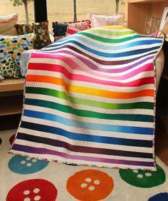 The quilt is cool, but I really love the button rug. a little gray: Ombre Strip Quilt Geometric Quilt, Chevron Quilt, Map Quilt, Quilt Blocks, Quilting Projects, Sewing Projects, Quilting Ideas, Craft Projects, Rainbow Quilt