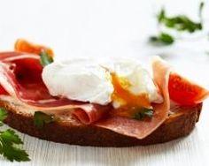 Oeuf poché sur jambon et pain grillé
