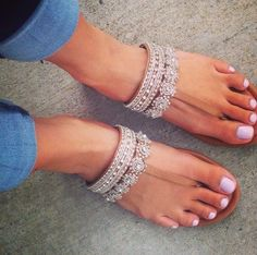 Montres tendance 2016 Sparkly Sandals, Women's Flat Sandals, Rhinestone Sandals Flats, Flat Sandals Outfit, Pretty Sandals, Beautiful Sandals, Boho Sandals, Silver Sandals, Embellished Sandals