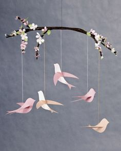 Mobile A collection of paper birds with instructions and templates - flat, origami - some cute ones here! - pb†åA collection of paper birds with instructions and templates - flat, origami - some cute ones here! Kids Crafts, Diy And Crafts, Craft Projects, Arts And Crafts, Baby Crafts, Room Crafts, Sewing Projects, Origami Paper, Diy Paper