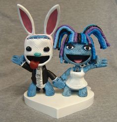 Hey kids, Here are a few new Little Big Planet toppers I've recently made. Sometimes they are wearing in-game attire, sometimes the bride and groom's actual wedding. Little Big Planet, Custom Wedding Cake Toppers, Cosplay, Dream Big, Smurfs, Planets, Sculptures, Super Cute, Creative