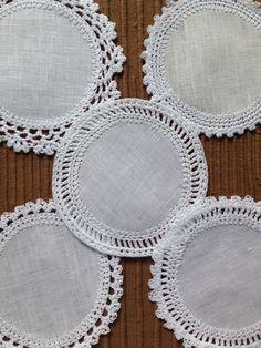 Crocheted coasters for Christmas. Crochet Cupcake, Crochet Dollies, Crochet Lace Edging, Crochet Borders, Basic Crochet Stitches, Crochet Art, Crochet Home, Love Crochet, Beautiful Crochet