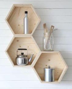 Lo saben las abejas que no hay forma más molona que un hexágono!! Ya la venta estas nuevas estanterías tan maravillosas!! Que soñéis bonito... #Belandsoph #Estanterias #box #madera #natural