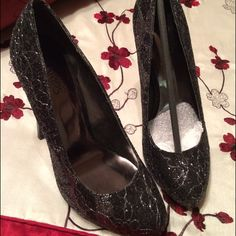 """Carlos Santana Pumps size 5.5 These are BRAND NEW, NEVER WORN Carlos Santana black and silver pumps! Size says 5 but more like 5.5 that's why I'm selling it because it's half a size bigger than my feet. Bought them online for $89.99. Sacrifice sale for $45. Heel height: 5"""" with 1"""" hidden platform. Comfy it it's the right fit. Pictures don't do justice on how gorgeous these are! ❤️ Will come in box too Carlos Santana Shoes Heels"""