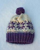 Duskelue/Pompomhat by Tina Hauglund, free pattern on Ravelry.