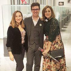 Cuando conoces a un grande de la moda...@segadojesus  Esto fue en la gala #guapoespaña2017 y nos dedicó  a @lookedforyou y a mí un rato maravilloso compartiendo con nosotras su pasión por su trabajo. Gracias Jesús   #altacostura #unsueño