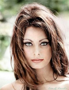 Sophia Loren with a perfect Feline Flick. Rock 'N' Kohl in Barbarella Brown to recreate this eye!