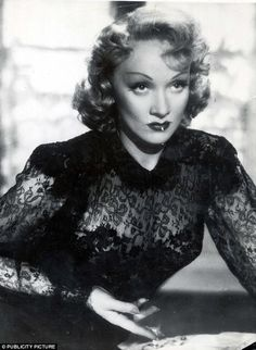 Marlene Dietrich invented the Croydon facelift; Marilyn Monroe shaved her face. The unlikely secrets of Hollywood icons Old Hollywood Movies, Hollywood Icons, Hollywood Star, Golden Age Of Hollywood, Vintage Hollywood, Hollywood Glamour, Hollywood Actresses, Classic Hollywood, Actors & Actresses