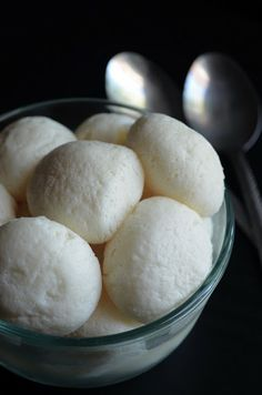 Dishing With Divya: Rasugulla / Bengali Rasugulla / How to make Rasugulla - Step-by-step recipe