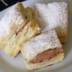 Light, crisp squares of puff pastry have a secret inside, a fluffy chocolate mousse filling. The desserts are easy to make with prepared puff pastry, chocolate pudding mix, and whipped topping. Puff Pastry Desserts, Puff Pastry Recipes, Köstliche Desserts, Chocolate Desserts, Delicious Desserts, Dessert Recipes, Yummy Food, Chocolate Pudding, Puff Pastries