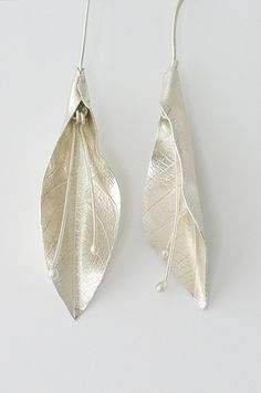 Earrings In Style Lilly leaf dandly silver earrings Metal Clay Jewelry, Leaf Jewelry, Jewelry Art, Jewelry Design, Fine Jewelry, Stylish Jewelry, Fashion Jewelry, Unique Jewelry, Sterling Silver Jewelry