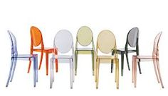 Designed by Philippe Starck, the Kartell Victoria Ghost Chair has classic lines with a rounded backrest and a linear and geometric seat. Available in solid or transparent colours, Victoria Ghost can Philippe Starck, Lucite Chairs, Dining Chairs, Dining Room, Reclaimed Wood Dining Table, Ghost Chairs, Victoria, Kartell, Stackable Chairs