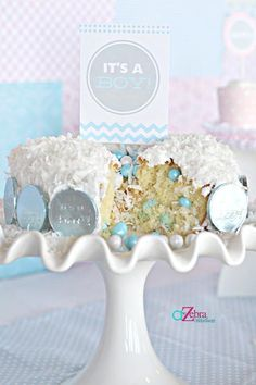 Having a hard time finding a baby gender reveal party or photo idea that suits you and your significant other? This inspiration should help out in announcing whether it's a boy or girl.