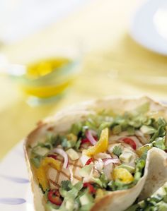 Tortillamandjes met andijvie en gegrilde kip