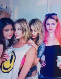 Selena Gomez(love her voice), Ashley Benson(love her T-shirt), Vanessa Hudgens(love her weird/unique style) & Rachel Korine(Being brave enough to dye her hair a werid color.man I couldn't be that brave like a bright pink like that lol)💜 Selena Gomez, Ashley Benson, Rachel Korine, Spring Breakers, Victoria, Marie Gomez, Vanessa Hudgens, Celebs, Celebrities