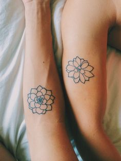 What does succulent tattoo mean? We have succulent tattoo ideas, designs, symbolism and we explain the meaning behind the tattoo. Paar Tattoos, Neue Tattoos, Best Friend Tattoos, Sister Tattoos, Tattoo Motive, Arm Tattoo, Lotus Tattoo, Mandala Tattoo, Trendy Tattoos