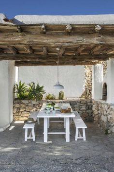 Pergola For Small Backyard Referral: 9014904221 Seaside House, Rustic House, Outdoor Decor, Mediterranean Homes, Outdoor Kitchen, Outdoor Spaces, Garden Design Layout, Patio Flooring, Outdoor Living Rooms