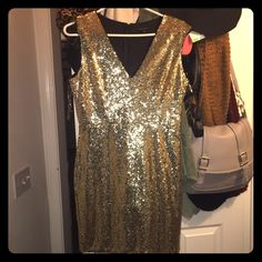 Gold Sequin Dress Gold, sparkly sequin dress. Worn ONCE for NYE! Perfect condition, no sequins missing. This dress makes a statement for sure. Size L can fit a M as well! Hides flaws and hugs ur body so good (not f21) Forever 21 Dresses Mini