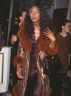 Naomi Campbell Off Duty Style CFDA Fashion Icon Award Source by ngatituu outfits black girl 1990s Fashion Trends, 2000s Fashion, Fashion Mode, Fashion Killa, Fashion Outfits, Fashion 2017, Black 90s Fashion, Latex Fashion, Japan Fashion