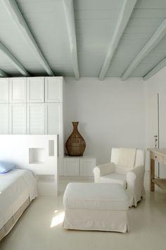 Floor-Ceiling color contrast