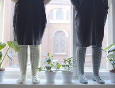 novita palmikkosukat ohje 7 veljestä pitkät villasukat Cable Knit Socks, Knitting Socks, Roman Shades, Knit Socks, Roman Blinds, Roman Curtains