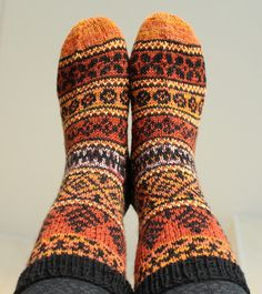 Knitting Charts, Knitting Socks, Hand Knitting, Knitting Patterns, Crochet Socks Pattern, Knit Or Crochet, Warm Fuzzies, Wool Socks, Yarn Projects
