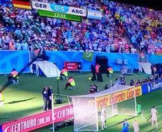 Apaga y vámonos, la bandera del Betis en la final del Mundial; De esta afición ya no queda nada por ver, alucinante.