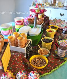 Birthday party Ice Cream Theme: It would be cute to do an ice cream bar (with ice cream cones and/or cups and different toppings they could pick from). You could do lots of bright summer colors! Ice Cream Theme, Ice Cream Party, Girls Party, Teen Parties, Bar A Bonbon, Sundae Bar, Ice Cream Social, Festa Party, Party Party
