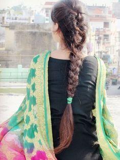 Teen Photography Poses, Cute Couples Photography, Teenage Girl Photography, Stylish Girls Photos, Stylish Girl Pic, Cute Girl Poses, Girl Photo Poses, Beautiful Girl Photo, Beautiful Girl Indian