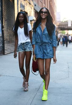 New York Fashion Week весна-лето 2014 - street style Fashion Week Paris, New York Fashion, Street Fashion, London Fashion, Nike Outfits, Summer Outfits, Casual Outfits, Combi Jean, Neon Sneakers