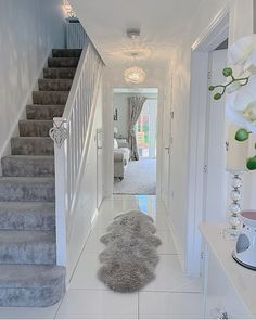Flüge weiß Flüge weiß decor Related posts:New Trends: Get The Home Decor From This Coachella LooksEdwardian hallway Home Living Room, Living Room Designs, Living Room Decor, Grey Carpet Living Room, Hallway Decorating, Interior Decorating, Decorating Ideas, Diy Furniture Table, Flur Design
