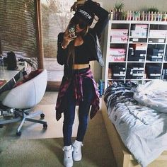 Casual Outfit | Nike Air Force 1 w/ Crop Top, High Waist Jeans, & Leather Jacket