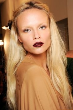model : Natasha Poly with barely there eyebrows + dark lips