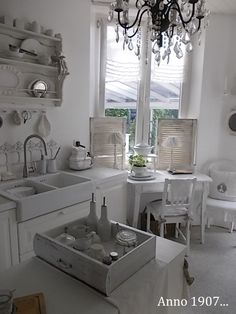 Love the touch of the pretty kitchen necessities displayed in this drawer.