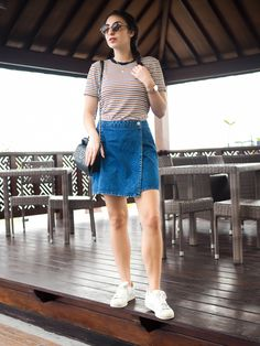 Tropical looks travel outfit diary southeast asia streetstyle indonesia kua Travel Outfit Summer, Summer Outfits, Casual Outfits, Packing Tips For Travel, Packing Hacks, Travel Design, Video New, Asia Travel, Malaysia Travel