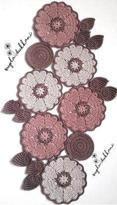 Crochet Placemat Patterns, Crochet Table Runner Pattern, Crochet Flower Patterns, Crochet Mandala, Crochet Motif, Crochet Designs, Crochet Doilies, Crochet Flowers, Table Cloth Crochet