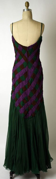 Evening dress Arnold Scaasi  (American, born Canada, 1931)   Date: fall/winter 1988–89 Culture: American Medium: silk.