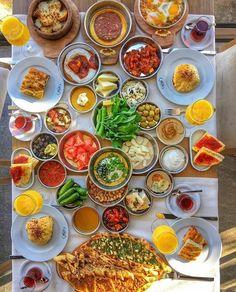 Breakfast Hotel, Breakfast Platter, Breakfast Dishes, Breakfast Recipes, Breakfast Waffles, Turkish Simit Recipe, Turkish Recipes, Borek Recipe, Breakfast Around The World