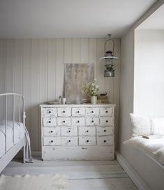 A Joyful Cottage: Living Large In Small Spaces - The Oyster Catcher Seaside Bedroom, Seaside Decor, Coastal Decor, Bedroom Decor, Little White House, Cottage Style Decor, Cottage Ideas, Self Catering Cottages, Deco Boheme