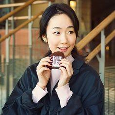 いいね!120件、コメント5件 ― Ayumi Yamamotoさん(@yamamotoayumi3)のInstagramアカウント: 「『anan magazine / No.2036』 黒木 華さんとお菓子チョコ #anan #黒木華#チョコレート」