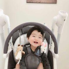 Cute Asian Babies, Korean Babies, Asian Kids, Cute Babies, Cute Baby Boy, Cute Boys, Baby Kids, Breastfeeding Photos, Baby Tumblr